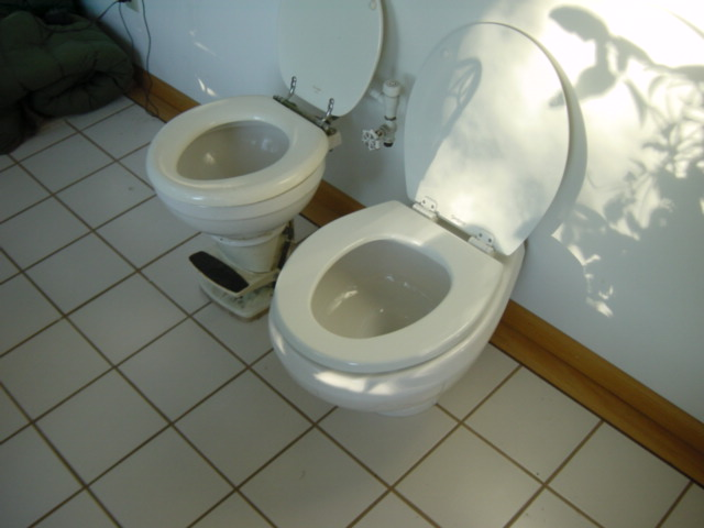 Click image for larger version  Name:Toilets 003.jpg Views:67 Size:56.9 KB ID:26133