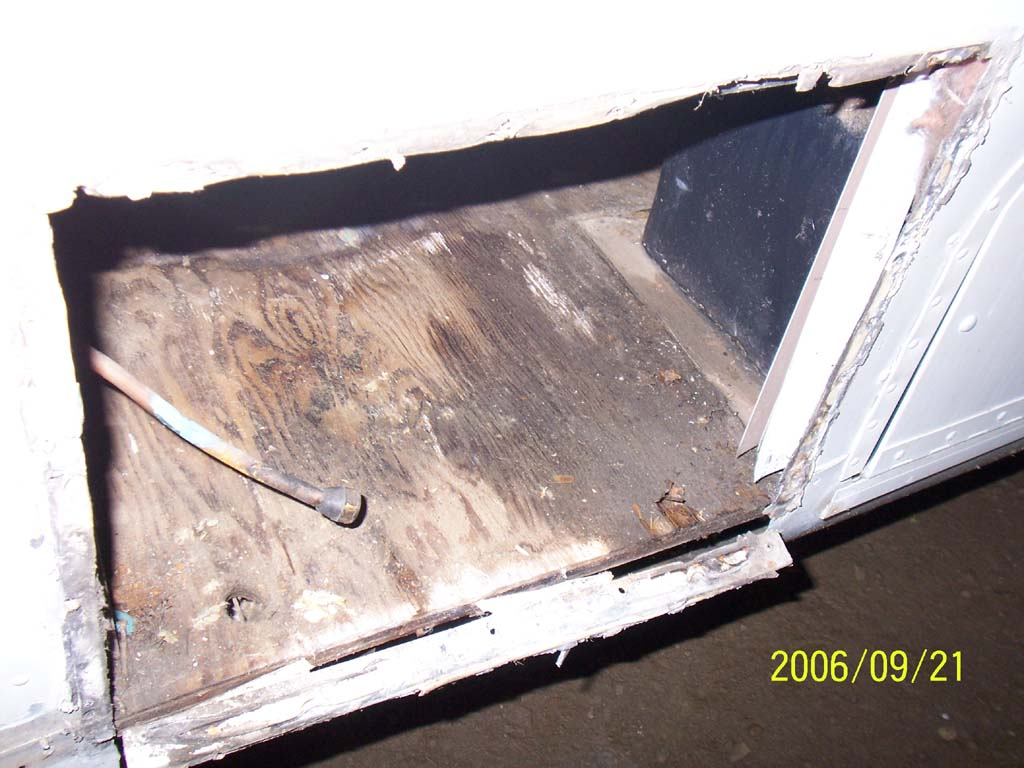 Click image for larger version  Name:Day Eight Hot Water Tank Hole (reduced).jpg Views:83 Size:117.0 KB ID:26187
