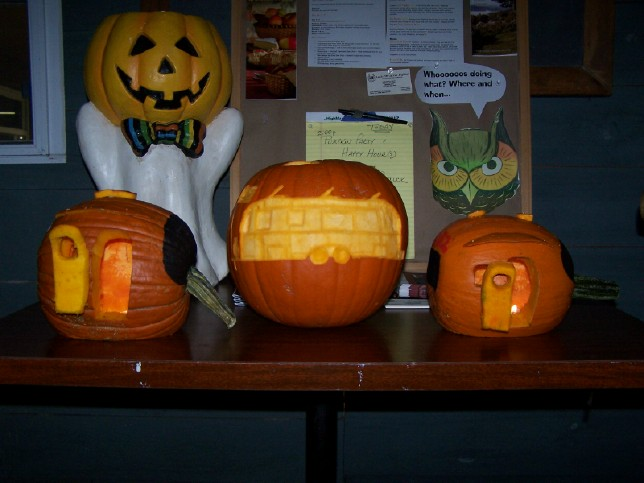 Click image for larger version  Name:Pumpkin Carving 7.jpg Views:62 Size:159.8 KB ID:26829