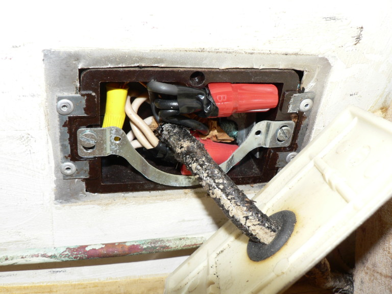 Click image for larger version  Name:electrical outlet 1.JPG Views:96 Size:103.7 KB ID:26860