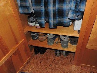 Click image for larger version  Name:Shoe shelves 01.jpg Views:97 Size:382.8 KB ID:272583