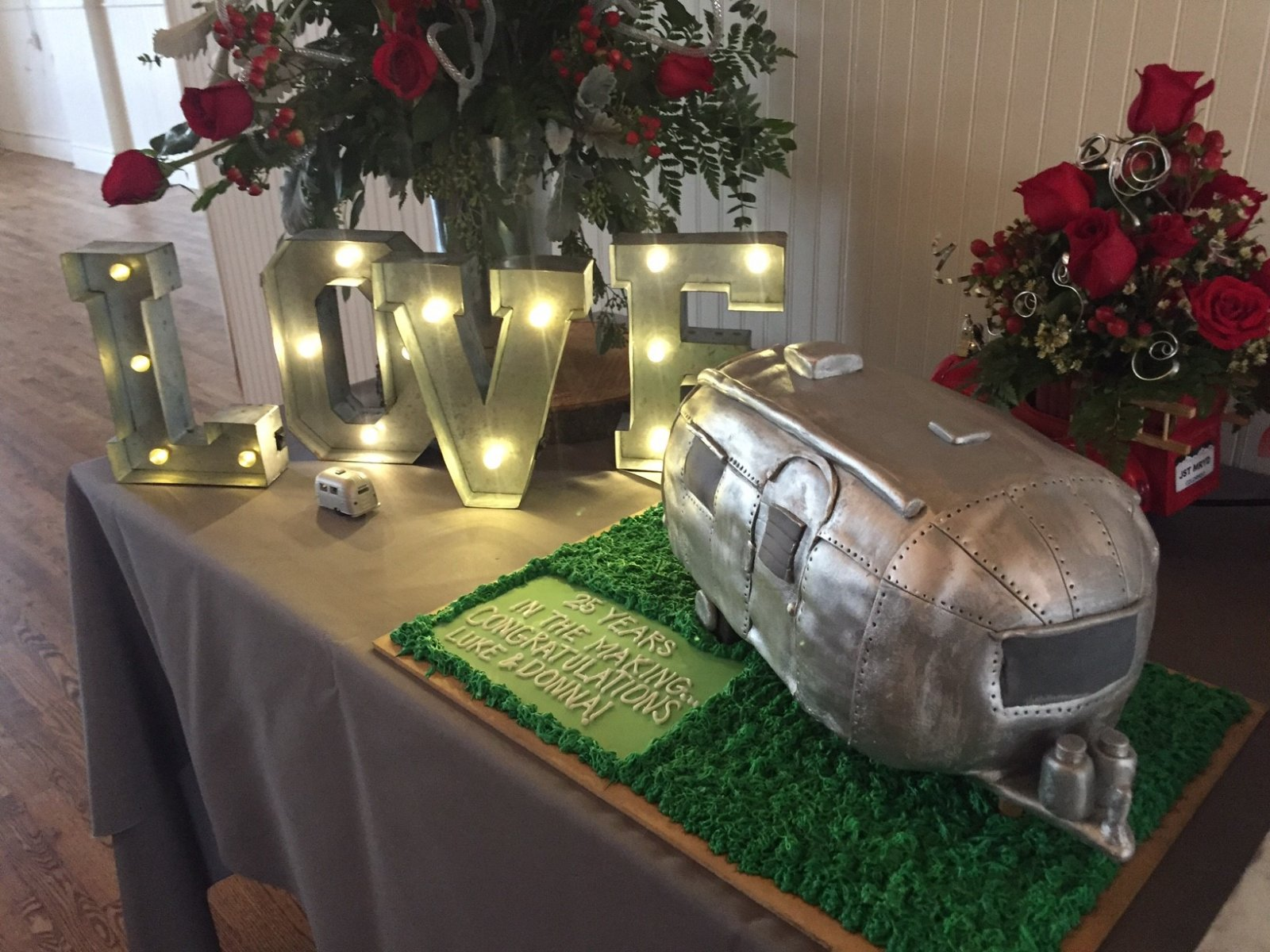Click image for larger version  Name:Airstream Wedding Cake-4.jpg Views:34 Size:302.3 KB ID:274587