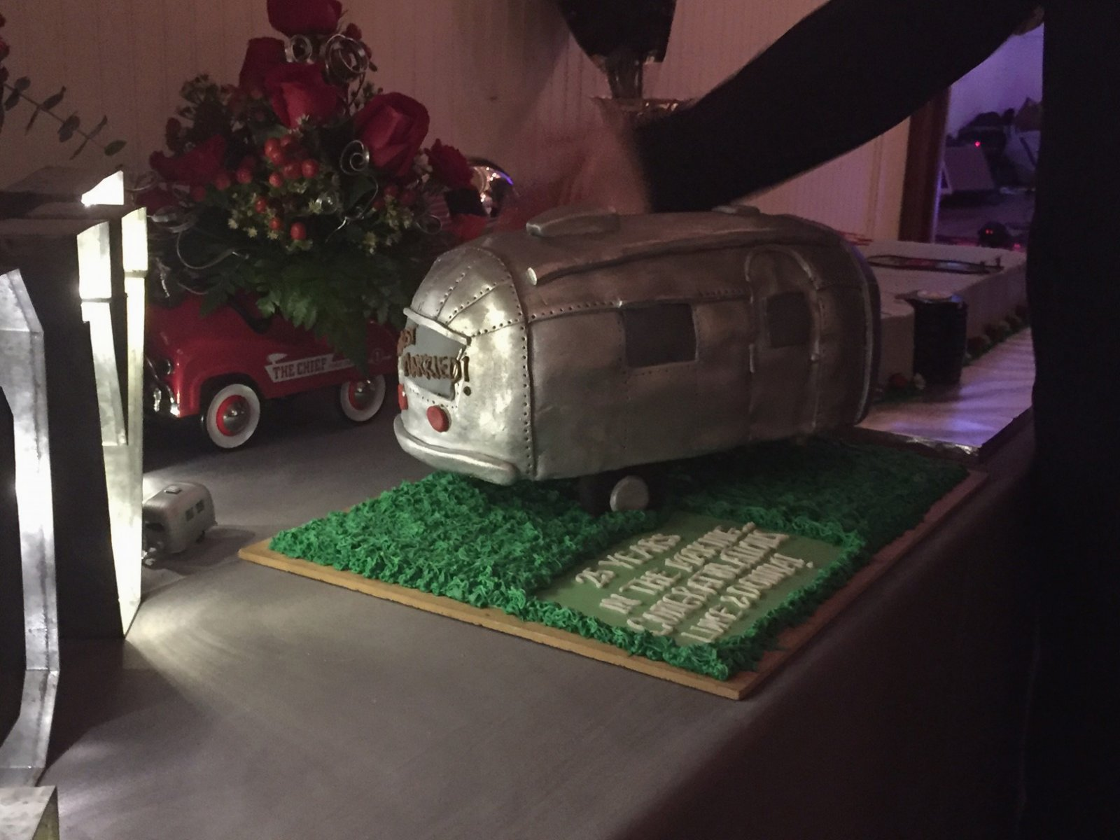 Click image for larger version  Name:Airstream Wedding Cake-5.jpg Views:33 Size:206.1 KB ID:274588
