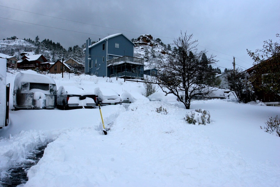 Click image for larger version  Name:IMG_6338 snowy driveway-s.jpg Views:66 Size:146.8 KB ID:27515