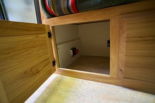 Click image for larger version  Name:Airstream Renovation- Twin Beds (9).jpg Views:489 Size:133.5 KB ID:277235