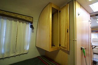Click image for larger version  Name:Airstream Renovation- Twin Beds (10).jpg Views:511 Size:128.2 KB ID:277236