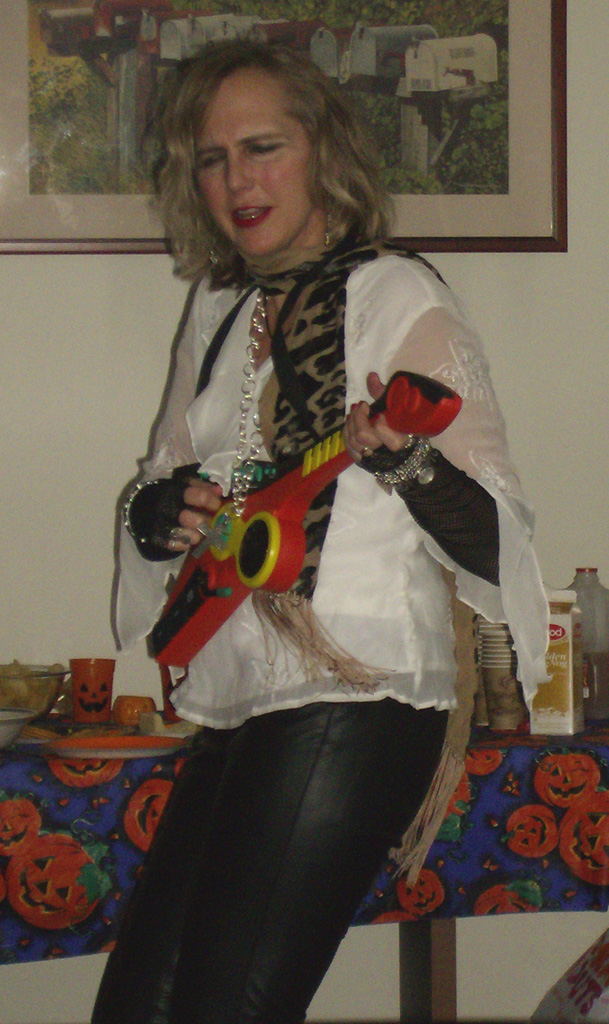 Click image for larger version  Name:Rocker chick2.jpg Views:85 Size:283.1 KB ID:27842