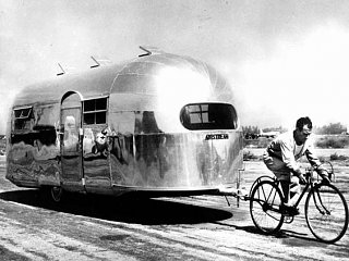 Click image for larger version  Name:Airstream towed by a bike.jpg Views:66 Size:42.3 KB ID:279426