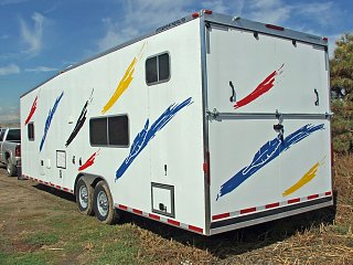 Click image for larger version  Name:28-featherlite-toy-hauler-must-see-rear-shot.jpg Views:111 Size:312.8 KB ID:280223