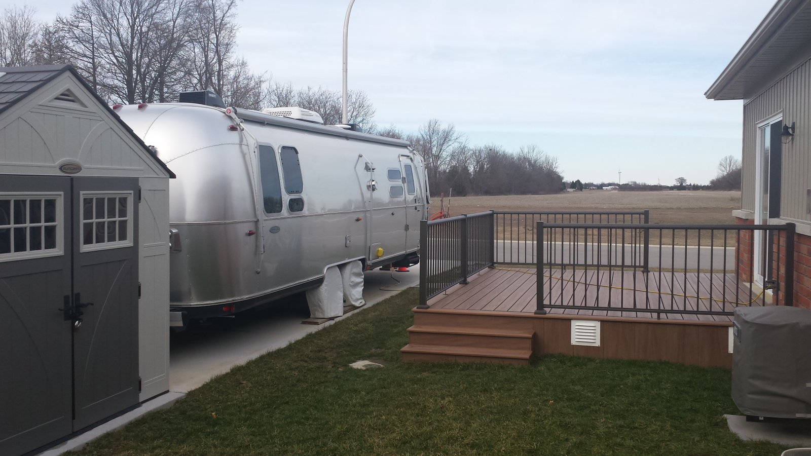 Click image for larger version  Name:Airstream packed in there.jpg Views:75 Size:245.8 KB ID:281846