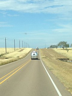 Click image for larger version  Name:Airstreams on the road from Victoria.jpg Views:172 Size:64.5 KB ID:284691