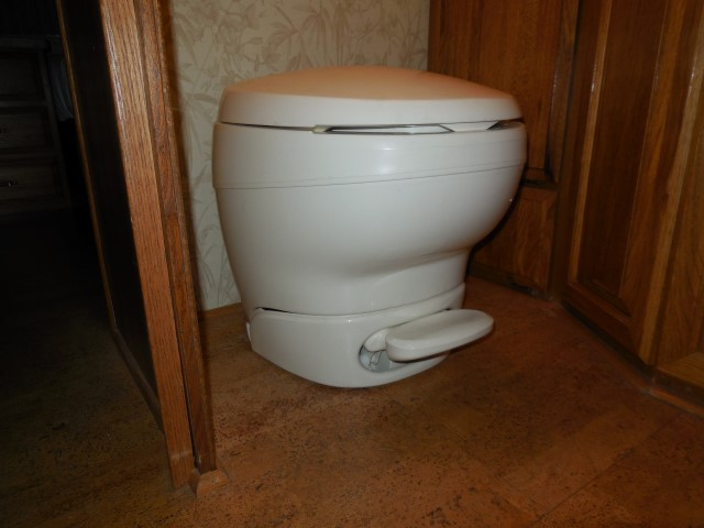 Click image for larger version  Name:1510 Toilet New (Small).JPG Views:96 Size:113.4 KB ID:284988