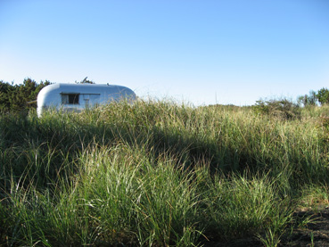 Click image for larger version  Name:trailer in grass.jpg Views:64 Size:87.6 KB ID:28500