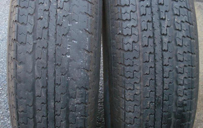 Click image for larger version  Name:2oldtires-b.jpg Views:222 Size:115.1 KB ID:28820