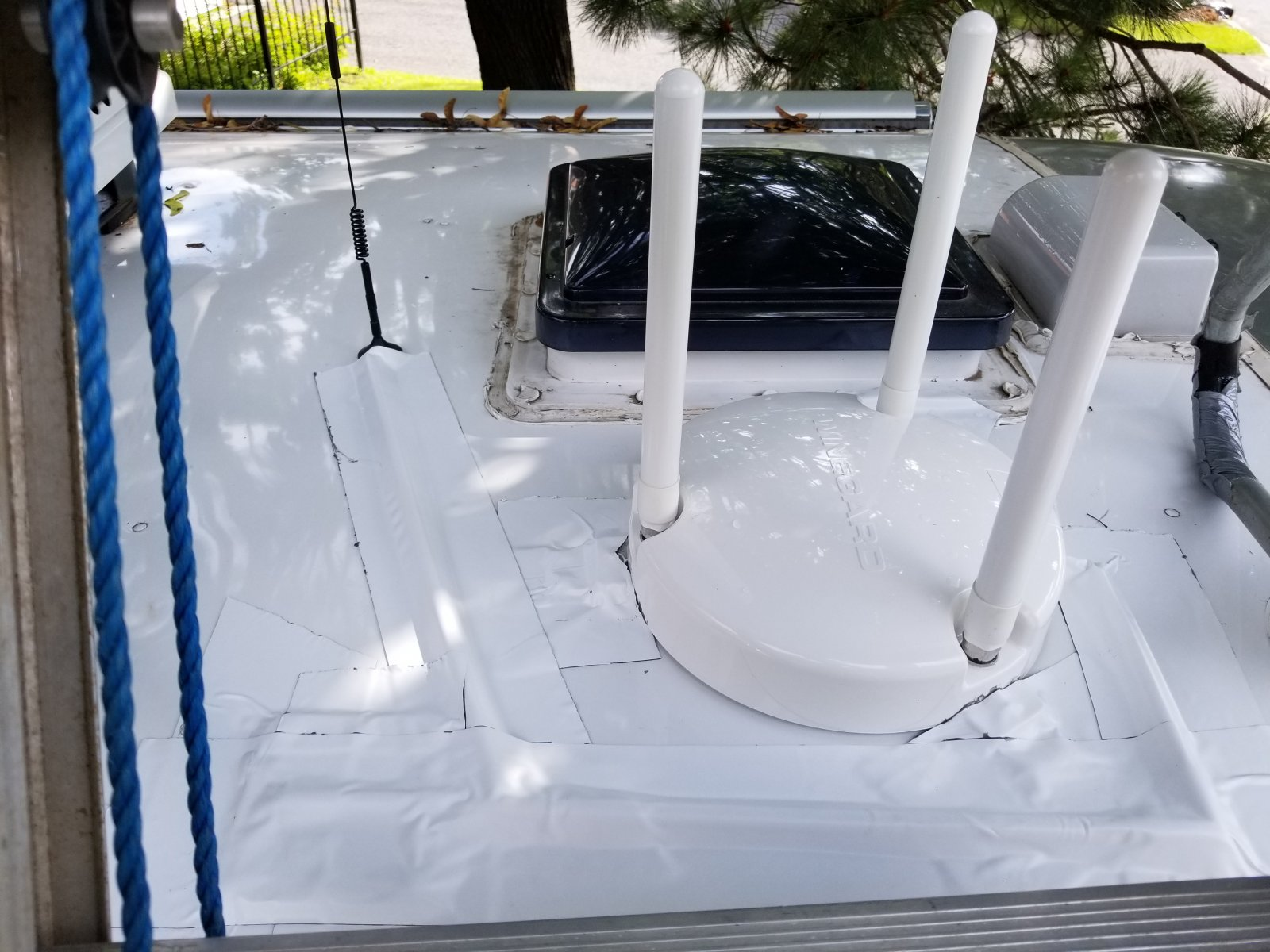 Click image for larger version  Name:Wifi and cell ant mointed with extra wide roof tape3.jpg Views:54 Size:244.1 KB ID:289395