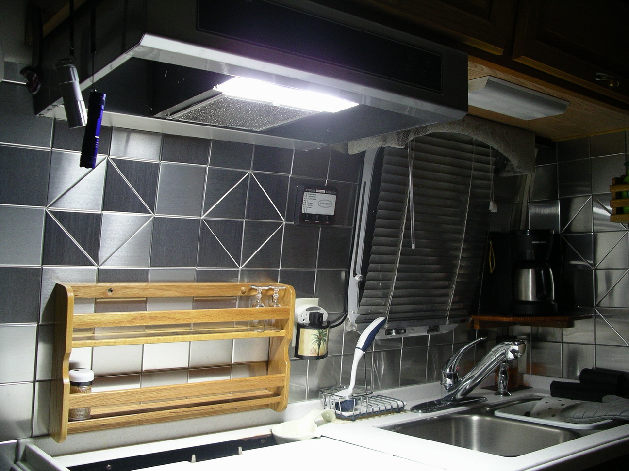 Click image for larger version  Name:stove_led.JPG Views:49 Size:332.1 KB ID:292088