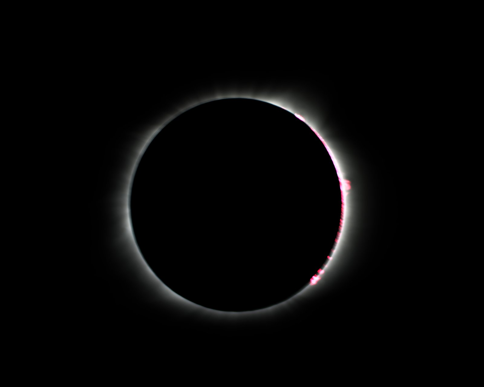 Click image for larger version  Name:Full Solar Eclipse-1.jpg Views:54 Size:48.5 KB ID:292990