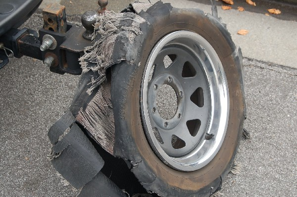 Click image for larger version  Name:Shredded_Tire06.jpg Views:92 Size:137.3 KB ID:29321