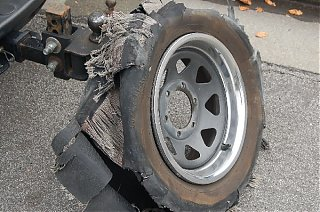 Click image for larger version  Name:Shredded_Tire06.jpg Views:109 Size:137.3 KB ID:29321