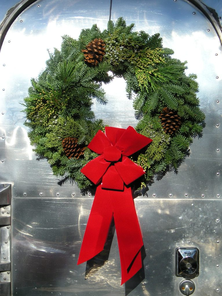 Click image for larger version  Name:Merry Airstream Christmas.jpg Views:76 Size:203.3 KB ID:29359