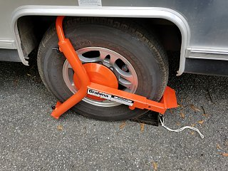 Click image for larger version  Name:wheel lock.jpg Views:89 Size:429.6 KB ID:293735