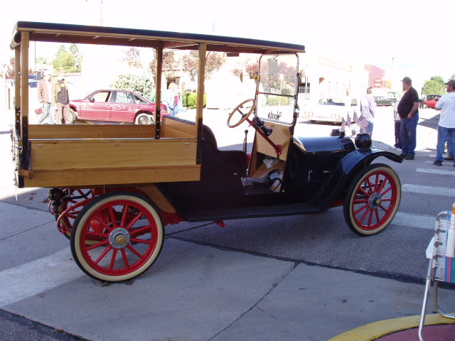 Click image for larger version  Name:Salida Auto Show Aug 2006, 1917 Wells.jpg Views:75 Size:77.3 KB ID:29381