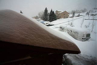 Click image for larger version  Name:IMG_0993 roof and trailer-s.jpg Views:78 Size:73.9 KB ID:29985