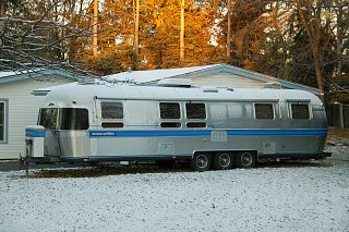 Click image for larger version  Name:airstream2 with snow dusting.jpg Views:116 Size:421.8 KB ID:300729
