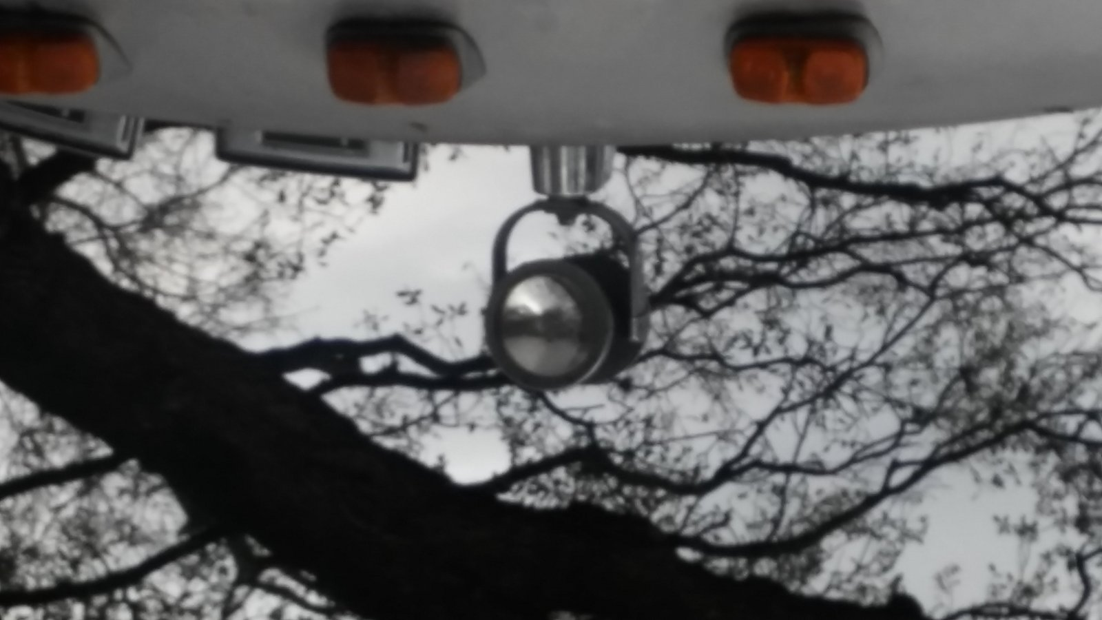 Click image for larger version  Name:airstream_headlight.jpg Views:17 Size:139.4 KB ID:305049