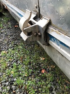 Click image for larger version  Name:Awning bottom clip.jpg Views:60 Size:117.6 KB ID:305303