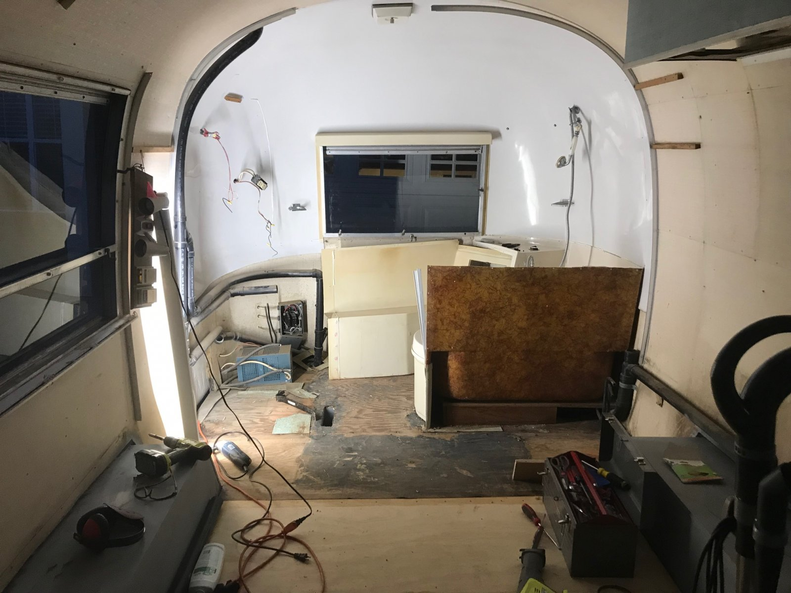 Click image for larger version  Name:Airstream bathroom demo.jpg Views:85 Size:239.5 KB ID:306961