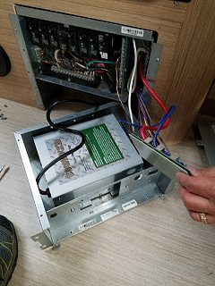Click image for larger version  Name:6 Boondocker mounted in old Paralex chassis; allows fuse circuit board, enclouser, and panel cov.jpg Views:73 Size:176.9 KB ID:311249