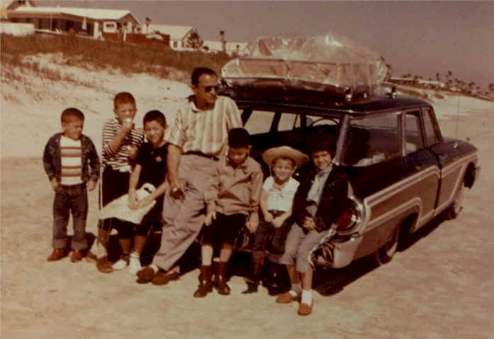 Click image for larger version  Name:1961_Mercury_Colony_Park.jpg Views:73 Size:29.0 KB ID:31142