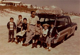 Click image for larger version  Name:1961_Mercury_Colony_Park.jpg Views:115 Size:29.0 KB ID:31142