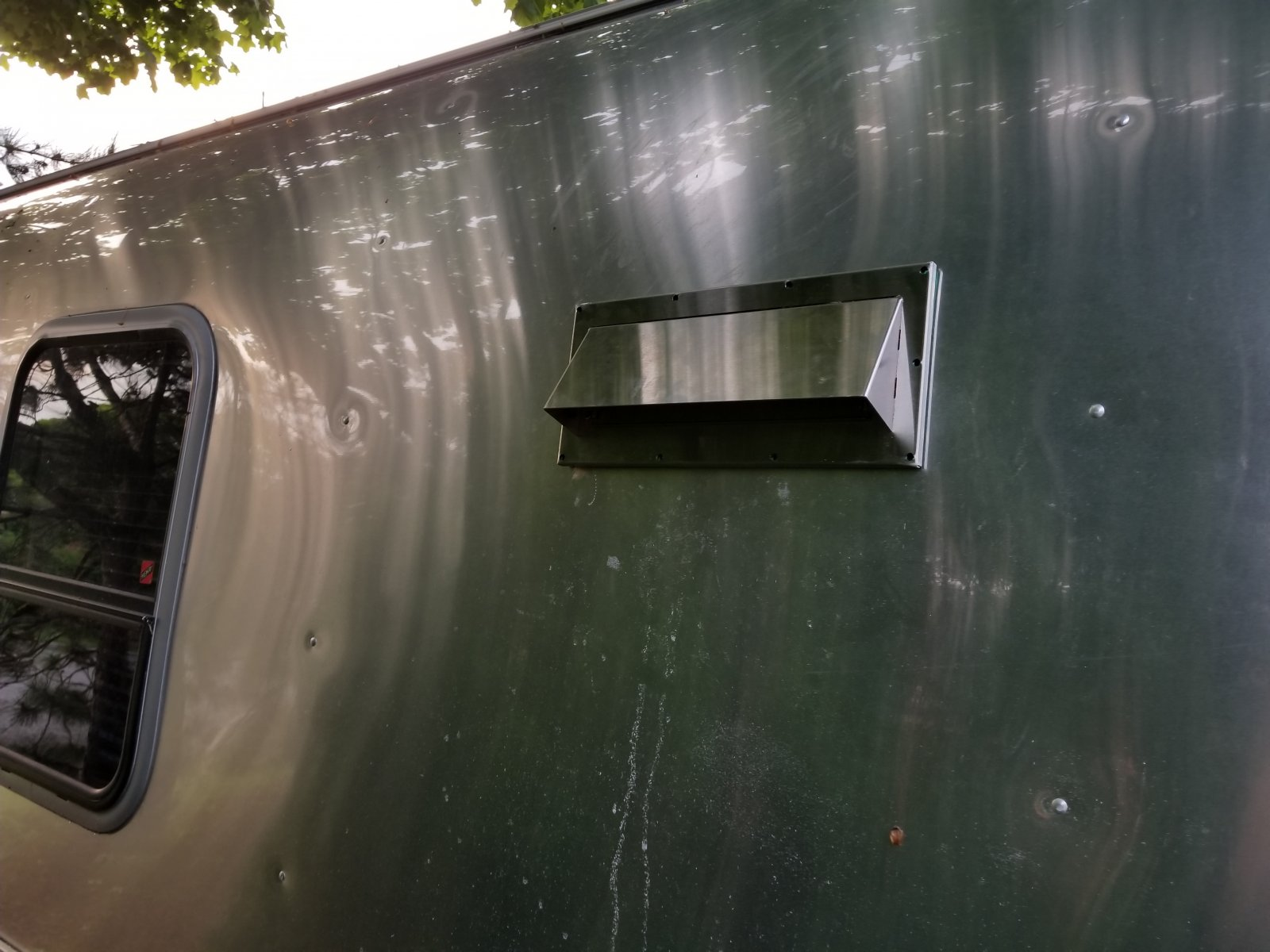 Click image for larger version  Name:outsside vent before rivets.jpg Views:33 Size:195.8 KB ID:312130