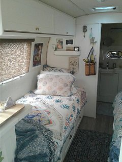 Click image for larger version  Name:Airstream bed.jpg Views:52 Size:93.1 KB ID:314303