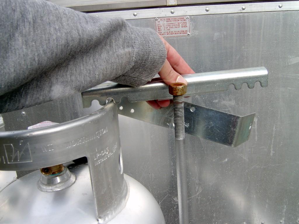 Click image for larger version  Name:propane bracket 1.jpg Views:77 Size:172.6 KB ID:31657