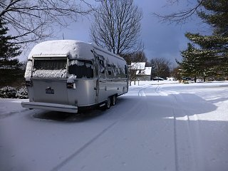 Click image for larger version  Name:Airstream in snow.jpg Views:104 Size:338.6 KB ID:318702