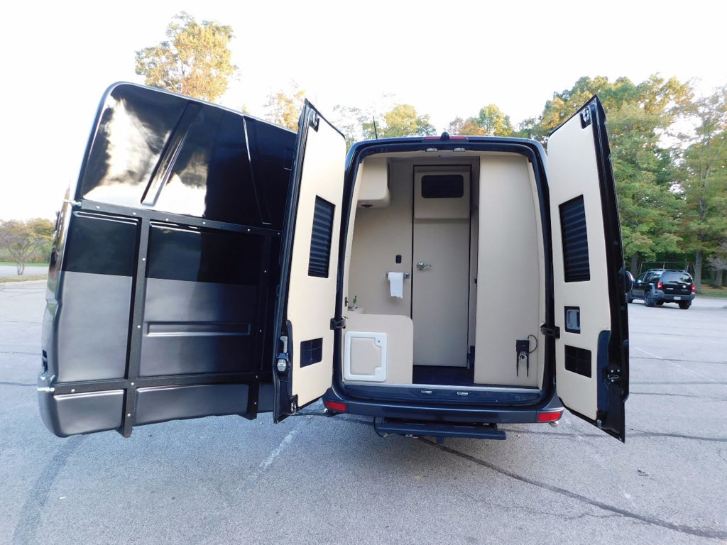 Click image for larger version  Name:used-2016-mercedes_benz-sprinter_cargo_vans-custombuild-3739-16867403-24-1024.jpg Views:92 Size:169.2 KB ID:318750