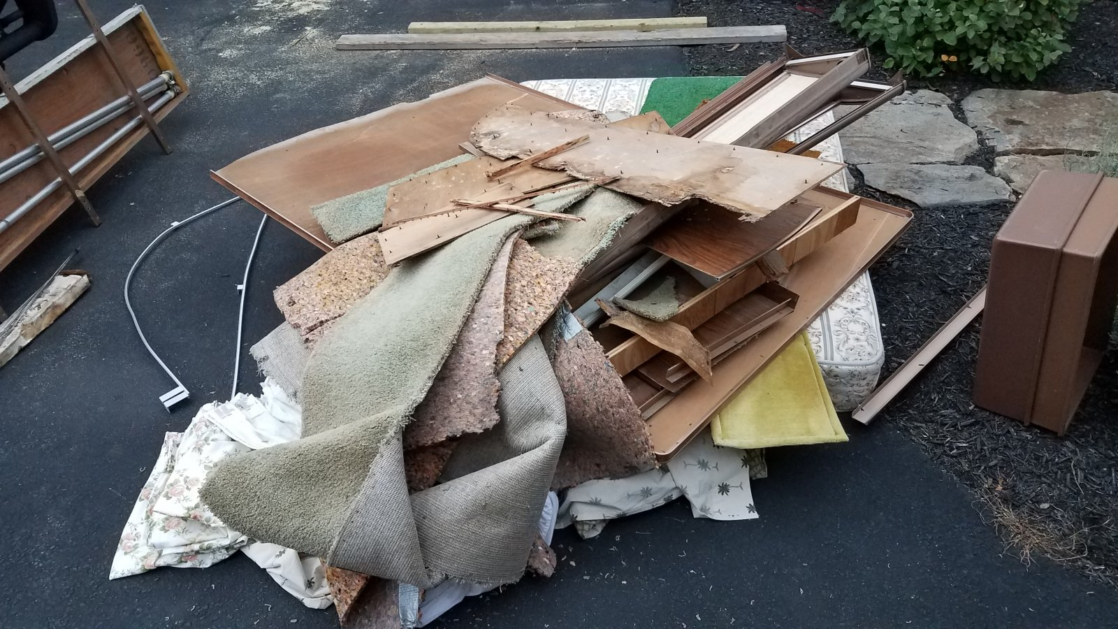 Click image for larger version  Name:Day 1 Trash Pile -2.jpg Views:12 Size:355.7 KB ID:325414