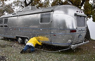 Click image for larger version  Name:Airstream in snow_edited-1.jpg Views:104 Size:464.8 KB ID:326048