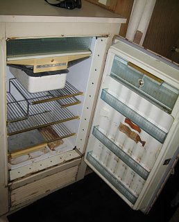 Click image for larger version  Name:Dometic M50b Fridge Door Open.jpg Views:94 Size:333.6 KB ID:326941