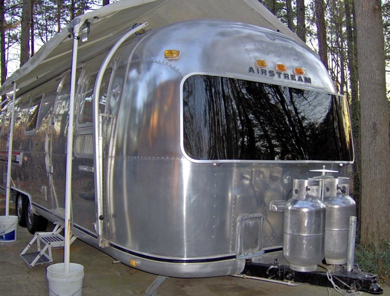 Click image for larger version  Name:Airstream Feb 06 web.jpg Views:132 Size:123.4 KB ID:33087