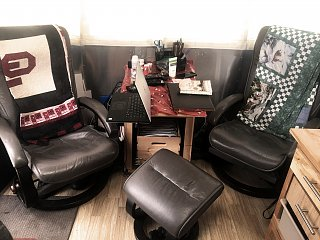 Click image for larger version  Name:recliners.jpg Views:64 Size:308.2 KB ID:332521