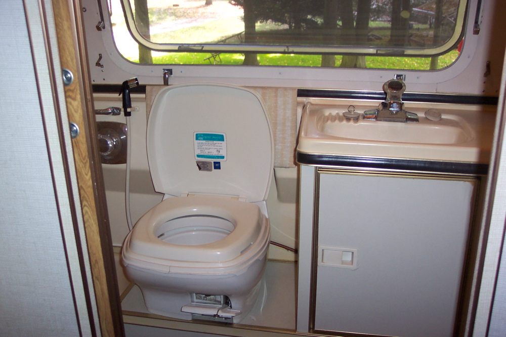 Click image for larger version  Name:toilet and sink.jpg Views:250 Size:267.3 KB ID:33263