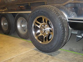 Click image for larger version  Name:1406 Wheels Tires New 2-800x600.jpg Views:48 Size:68.3 KB ID:334061