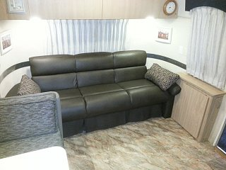 Click image for larger version  Name:New couch in leather.jpg Views:124 Size:231.2 KB ID:334794