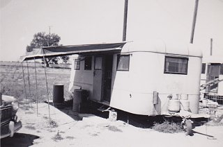 Click image for larger version  Name:Tom and Lu Murphine first home.jpg Views:11 Size:224.3 KB ID:346753