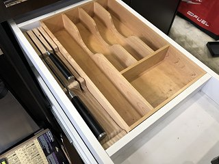 Click image for larger version  Name:27 Knife storage in drawer.jpg Views:23 Size:260.4 KB ID:353307