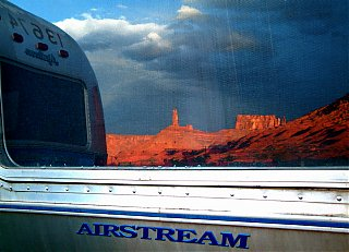 Click image for larger version  Name:Airstreams In The Desert.jpg Views:93 Size:601.8 KB ID:35512